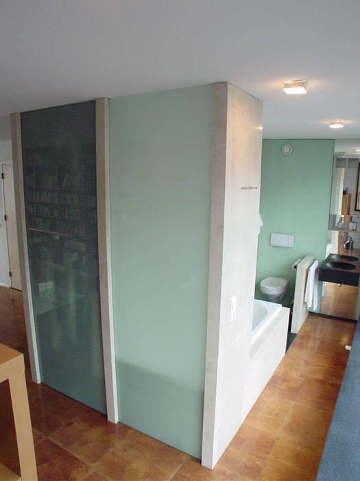 appartement Moderne badkamers van Linea architecten Modern