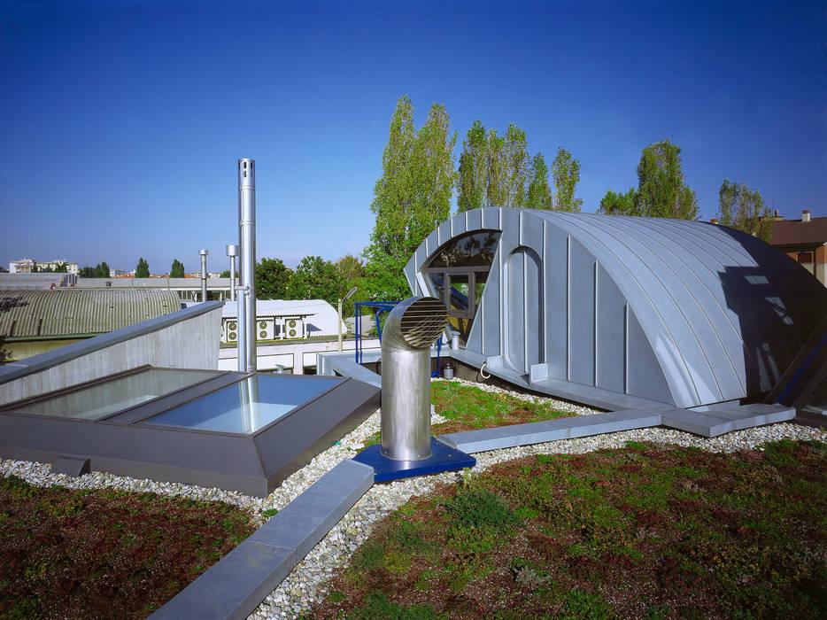 tetto giardino: Pareti in stile  di RoccAtelier Associati