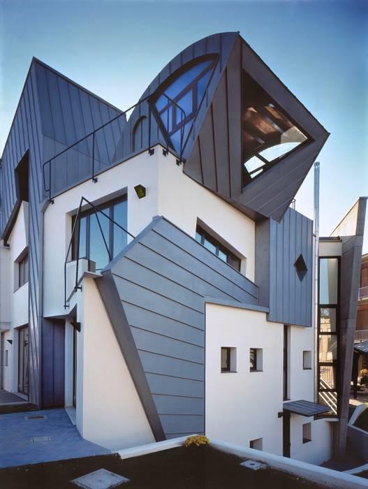 pareti ventilate: Case in stile in stile Moderno di RoccAtelier Associati