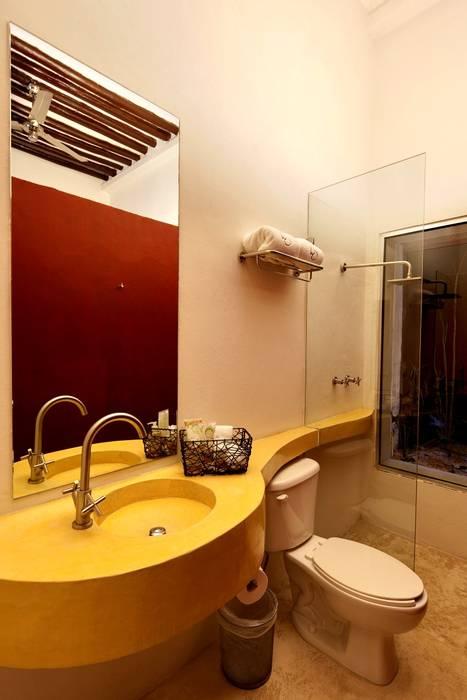 Baño: Hoteles de estilo  por Taller Estilo Arquitectura