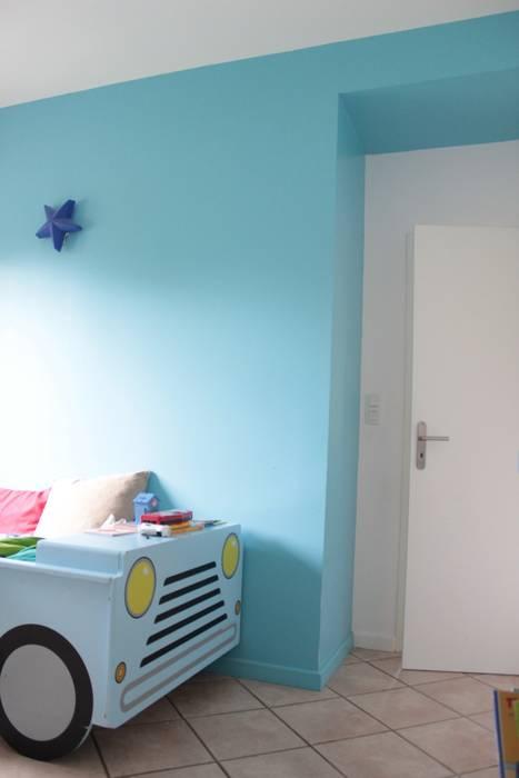 Maison - Grenoble: Chambre d'enfant de style  par ISIT ARCHITECTURE