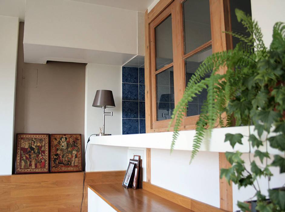 Appartement - Grenoble Chambre originale par ISIT ARCHITECTURE Éclectique Bois massif Multicolore