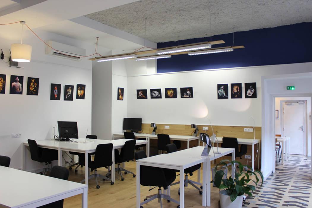 Cowork in Grenoble - Espace Coworking Bureau original par ISIT ARCHITECTURE Éclectique Bois Effet bois