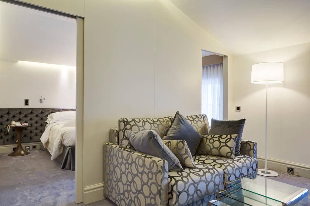 Vista della camera: Hotel in stile  di Difinoarchitetti