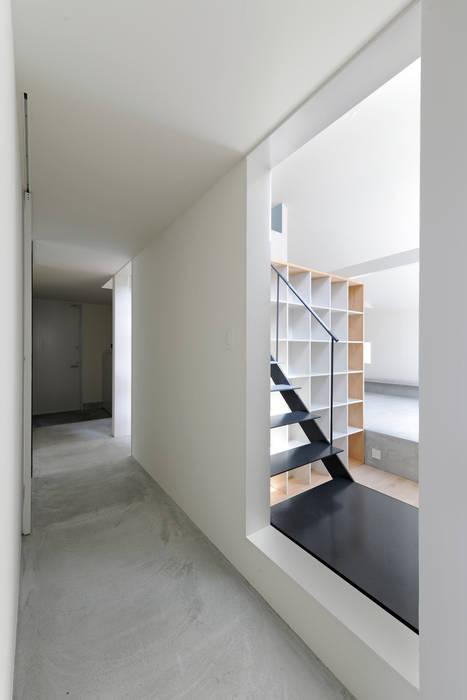 桑名の家 / House in Kuwana モダンスタイルの 玄関&廊下&階段 の 市原忍建築設計事務所 / Shinobu Ichihara Architects モダン