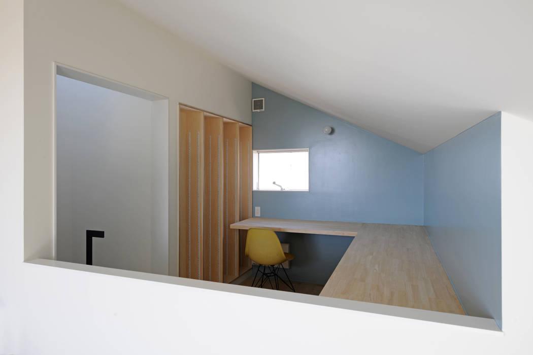 桑名の家 / House in Kuwana 市原忍建築設計事務所 / Shinobu Ichihara Architects モダンデザインの 書斎