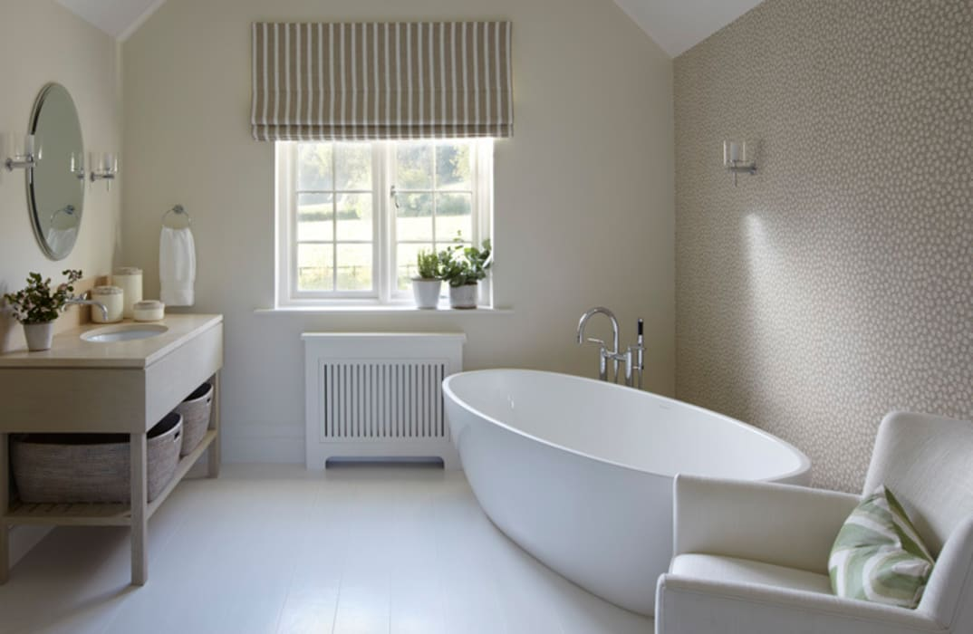 Country House, Hampshire:  Bathroom by Helen Green Design