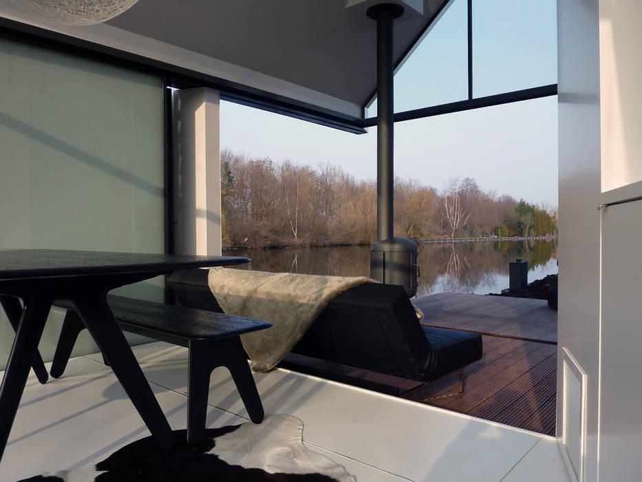 Recreatie woning Moderne woonkamers van 2by4-architects Modern