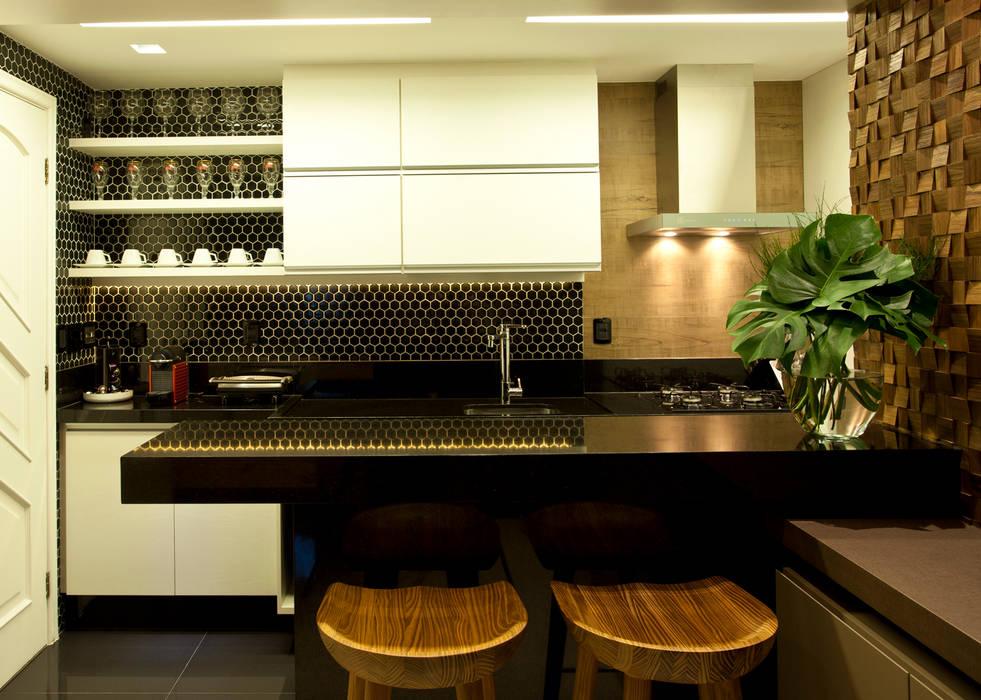 COZINHA tRESELLE : Salas de estar  por Leles Arquitetura e Iluminação,Moderno