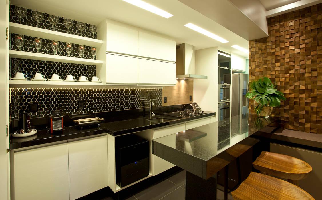 COZINHA TRESELLE: Salas de estar  por Leles Arquitetura e Iluminação