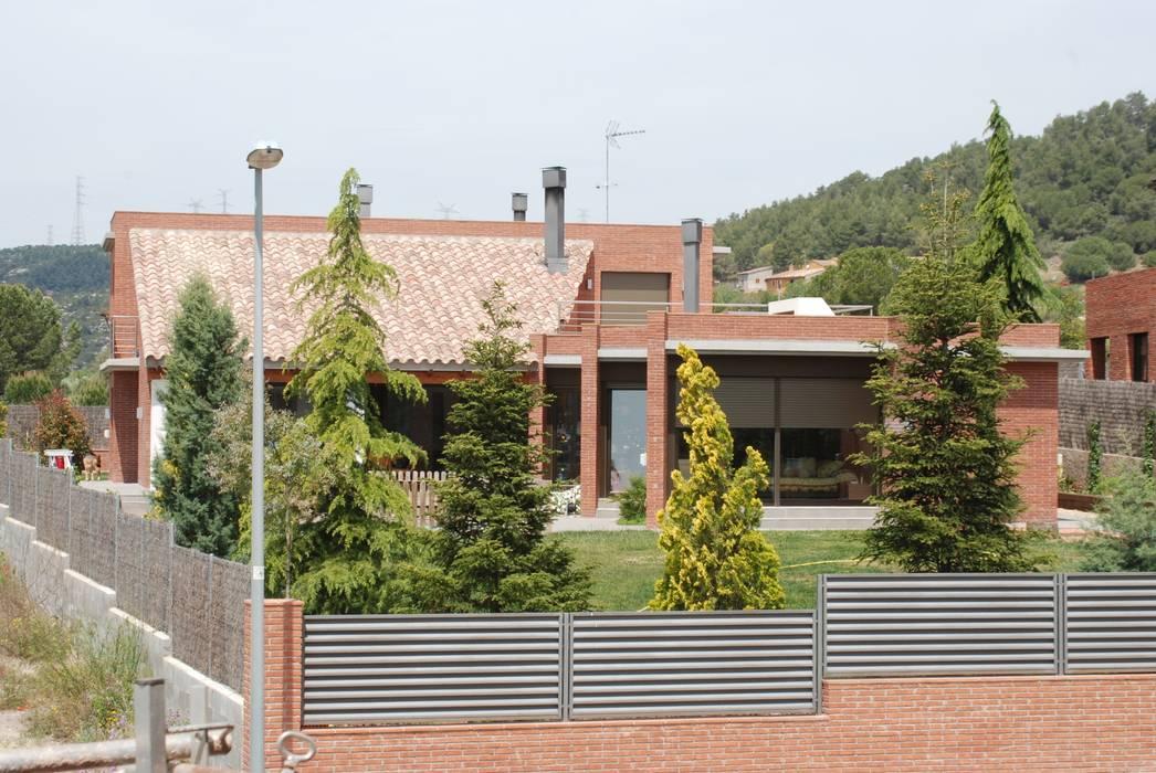 Fachada sur Casas de estilo moderno de FG ARQUITECTES Moderno