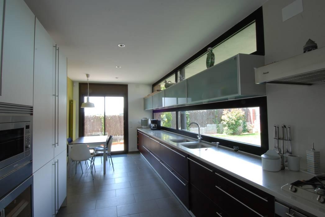 Kitchen Cozinhas modernas por FG ARQUITECTES Moderno