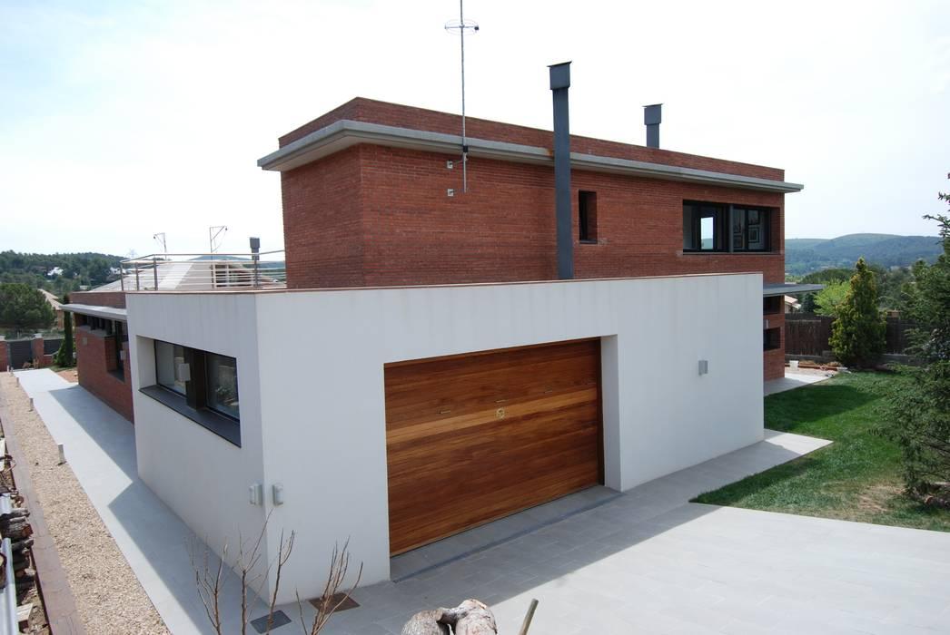 Fachada Norte Casas de estilo moderno de FG ARQUITECTES Moderno