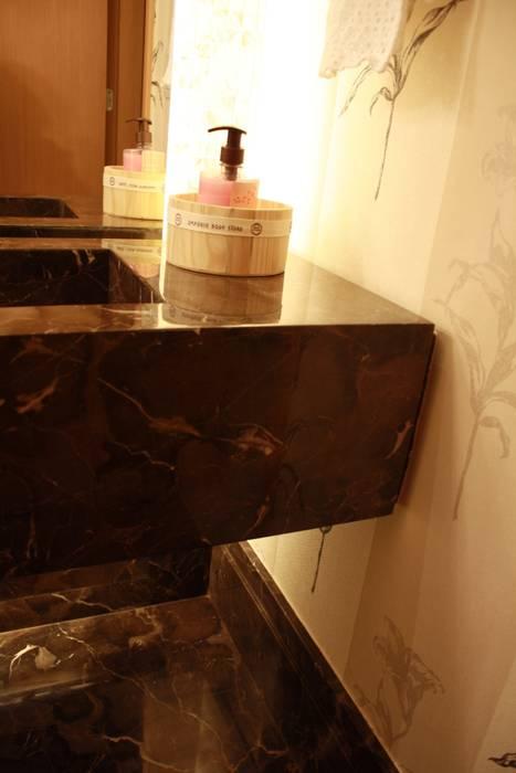 DETALHE DE BANCADA : Banheiros  por Leles Arquitetura e Iluminação