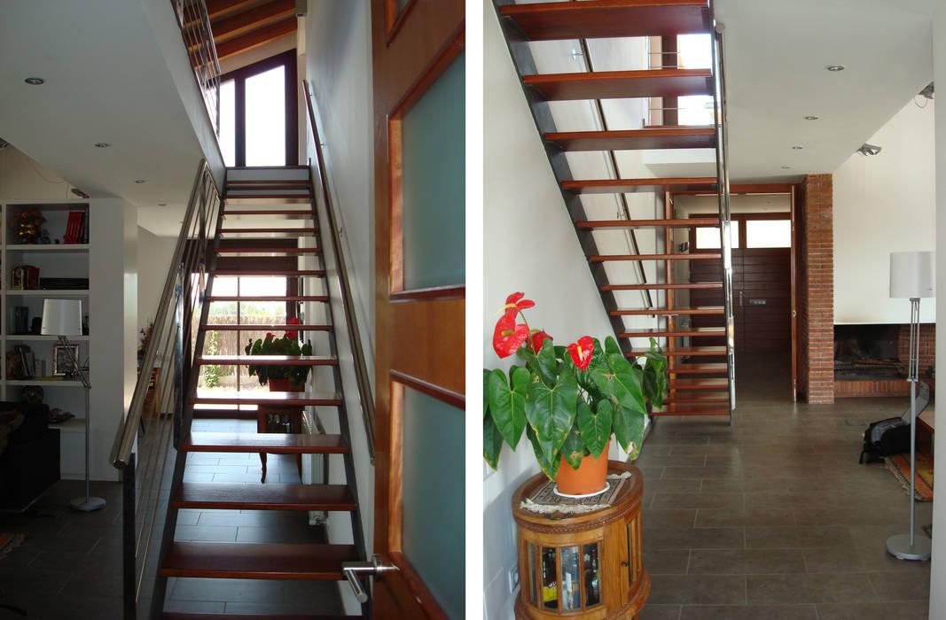 Escalera interior Pasillos, vestíbulos y escaleras modernos de FG ARQUITECTES Moderno