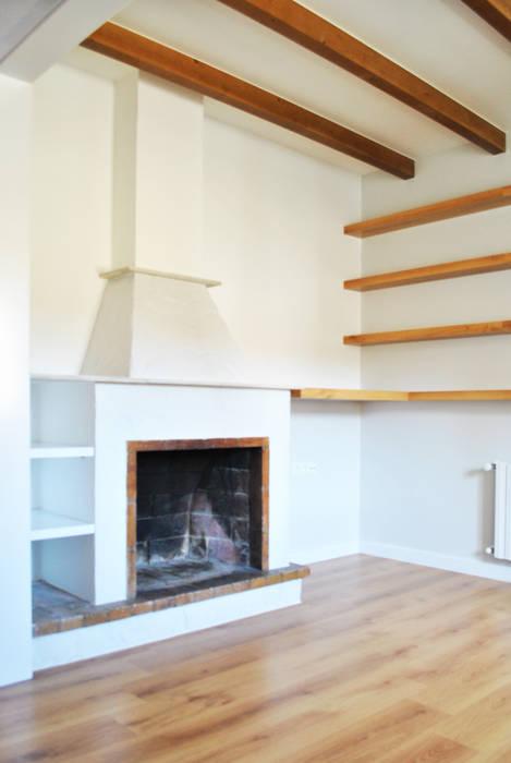 Reforma integral. La casa de la abuela: Salones de estilo escandinavo de Estudio de Arquitectura Sra.Farnsworth