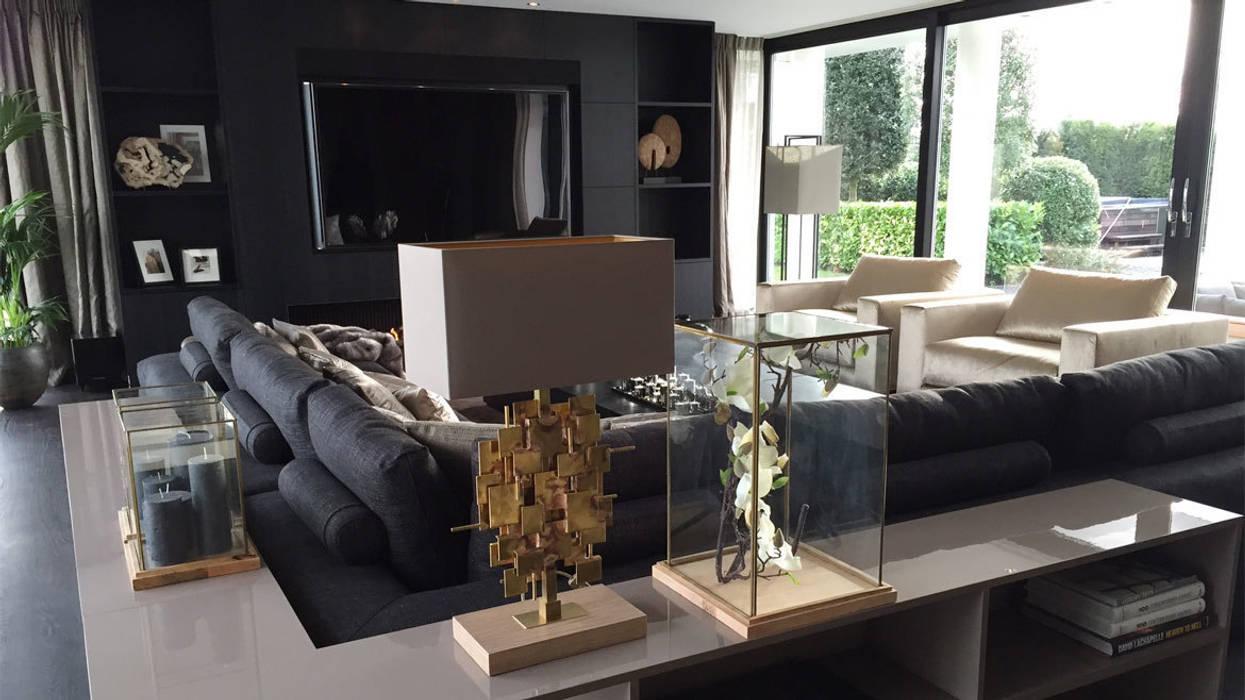het is goud dat blinkt!:  Woonkamer door choc studio interieur
