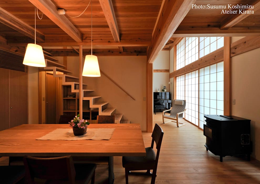 足利の家「素材と景色を楽しむ家」 モダンデザインの ダイニング の アトリエきらら一級建築士事務所 モダン