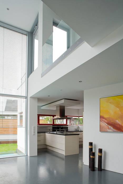 Blick in die küche: esszimmer von aaw architektenbüro arno weirich ...