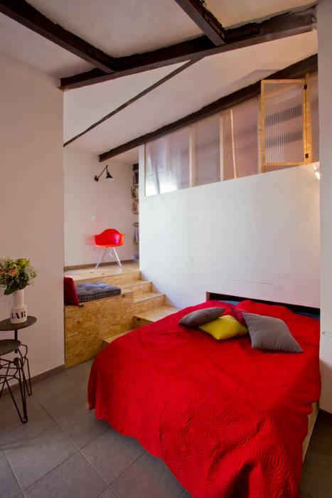 Le coin salon, lit déplié Salon original par Atelier RnB Éclectique