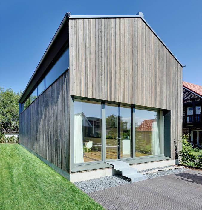 Ferienhaus mit Holzfassade Moderne Häuser von Möhring Architekten Modern