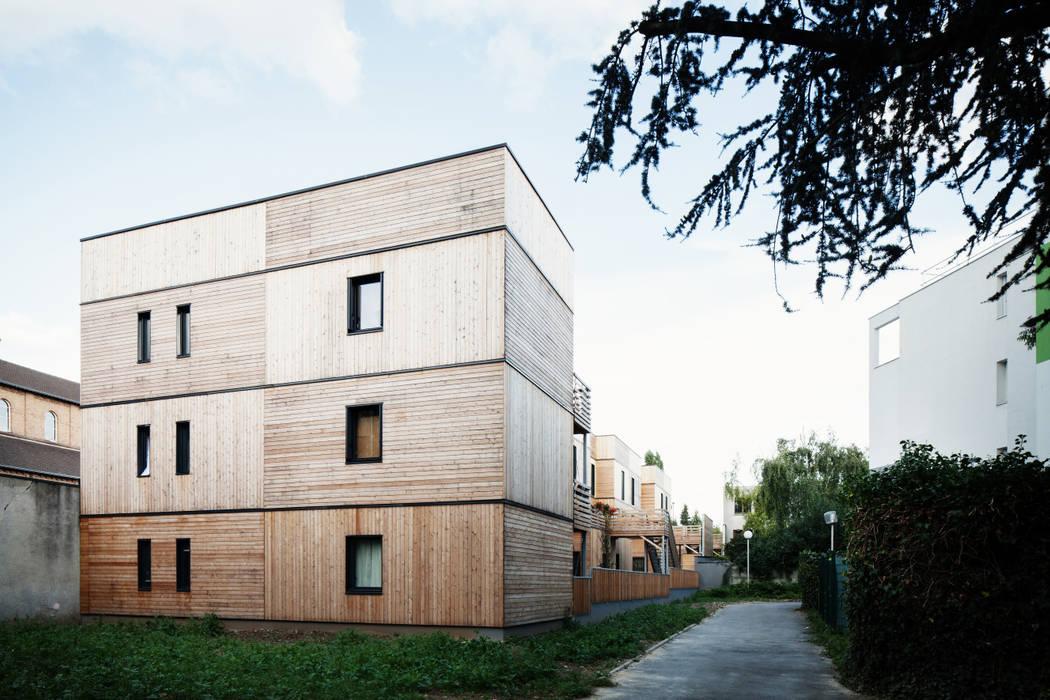 LA ARCHITECTURES 17 Logements rue Branly: Maisons de style  par LA Architectures
