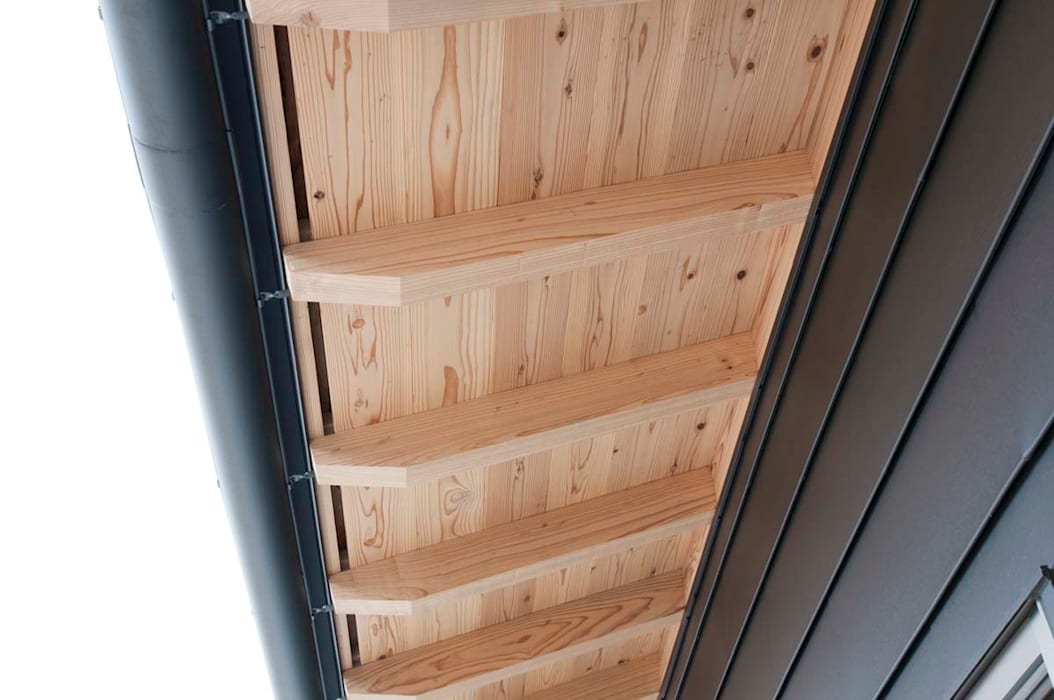 軒裏: 家山真建築研究室 Makoto Ieyama Architect Officeが手掛けた家です。