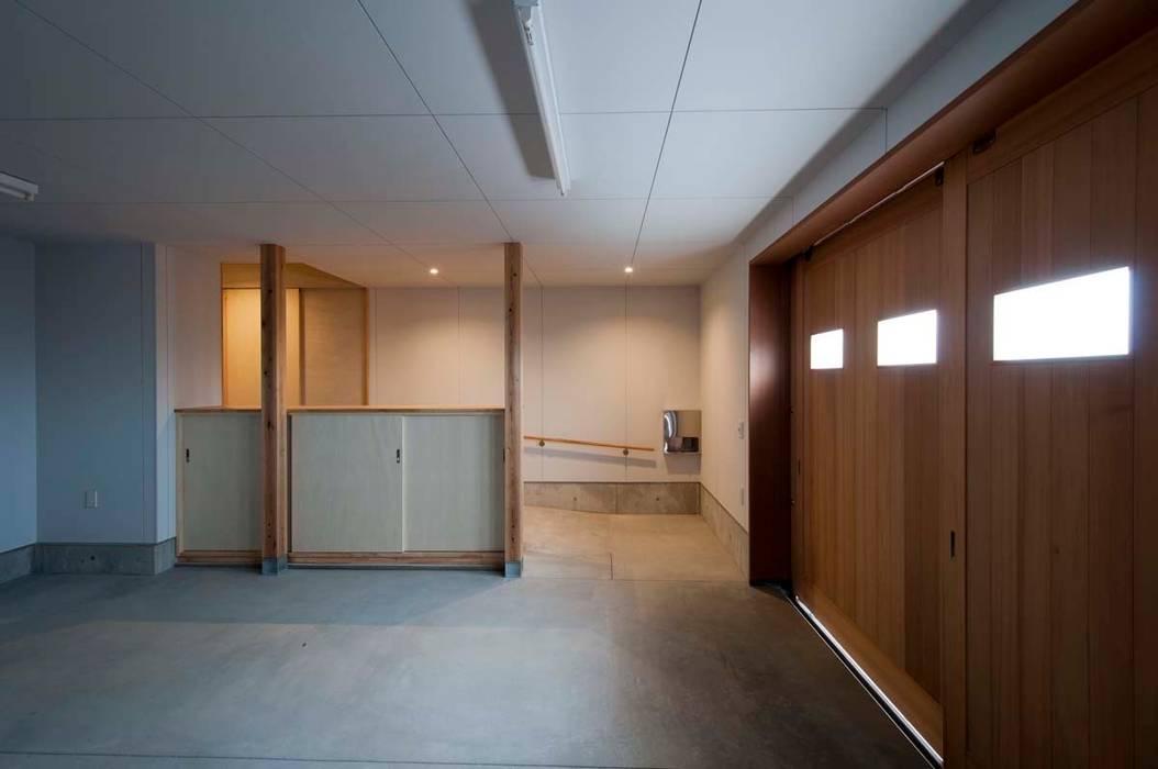 ガレージ オリジナルデザインの ガレージ・物置 の 家山真建築研究室 Makoto Ieyama Architect Office オリジナル