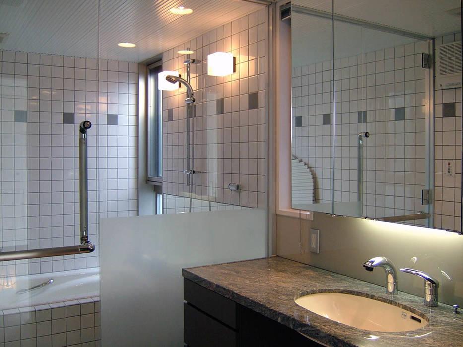 バスルーム モダンスタイルの お風呂 の 家山真建築研究室 Makoto Ieyama Architect Office モダン