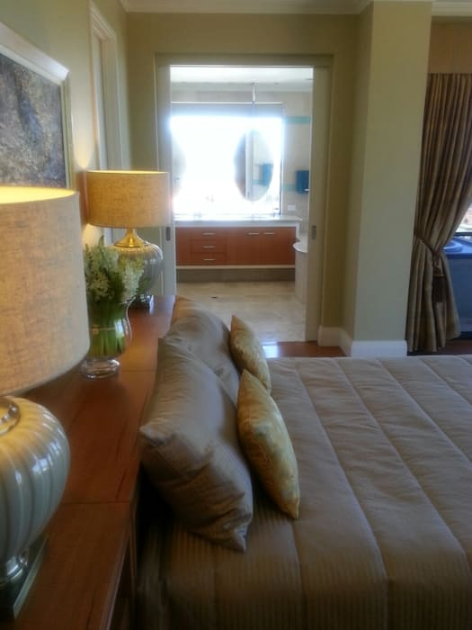 Master Bedroom complete makeover. Modern style bedroom by Molyneux Designs Modern