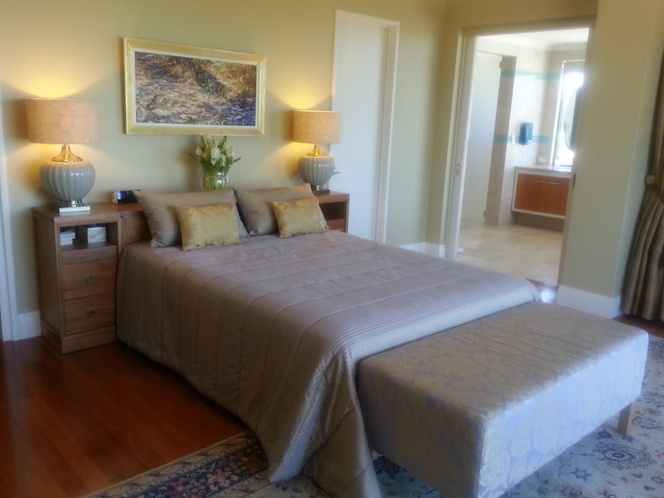 Master Bedroom: classic Bedroom by Molyneux Designs