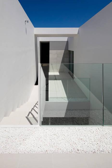 court 1 ミニマルデザインの テラス の YUCCA design ミニマル