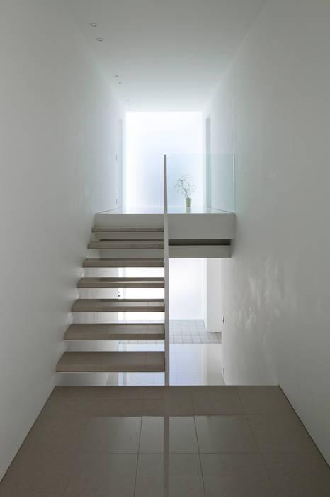 staircase ミニマルスタイルの 玄関&廊下&階段 の YUCCA design ミニマル