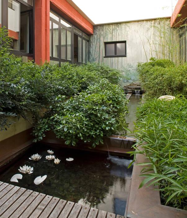 Jardines de estilo moderno de AGRISOPHIA NATURAL GARDEN DESIGN Moderno