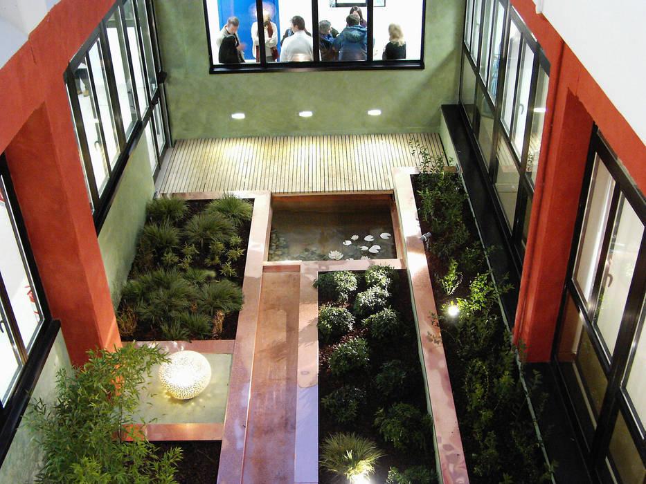 il giardino delle ninfee: Giardino in stile in stile Moderno di AGRISOPHIA NATURAL GARDEN DESIGN