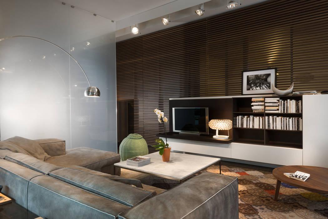 Showroom di busto arsizio: soggiorno in stile di forme per interni ...
