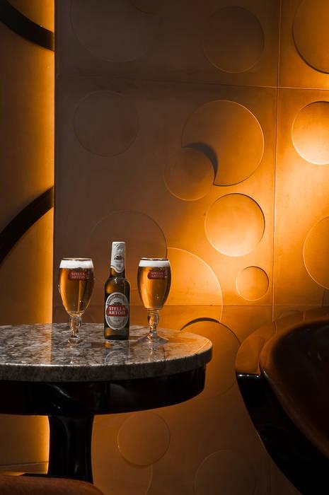 CERVEJARIA LOUNGE para a marca Stella Artois Espaços comerciais modernos por Adriana Scartaris: Design e Interiores em São Paulo Moderno