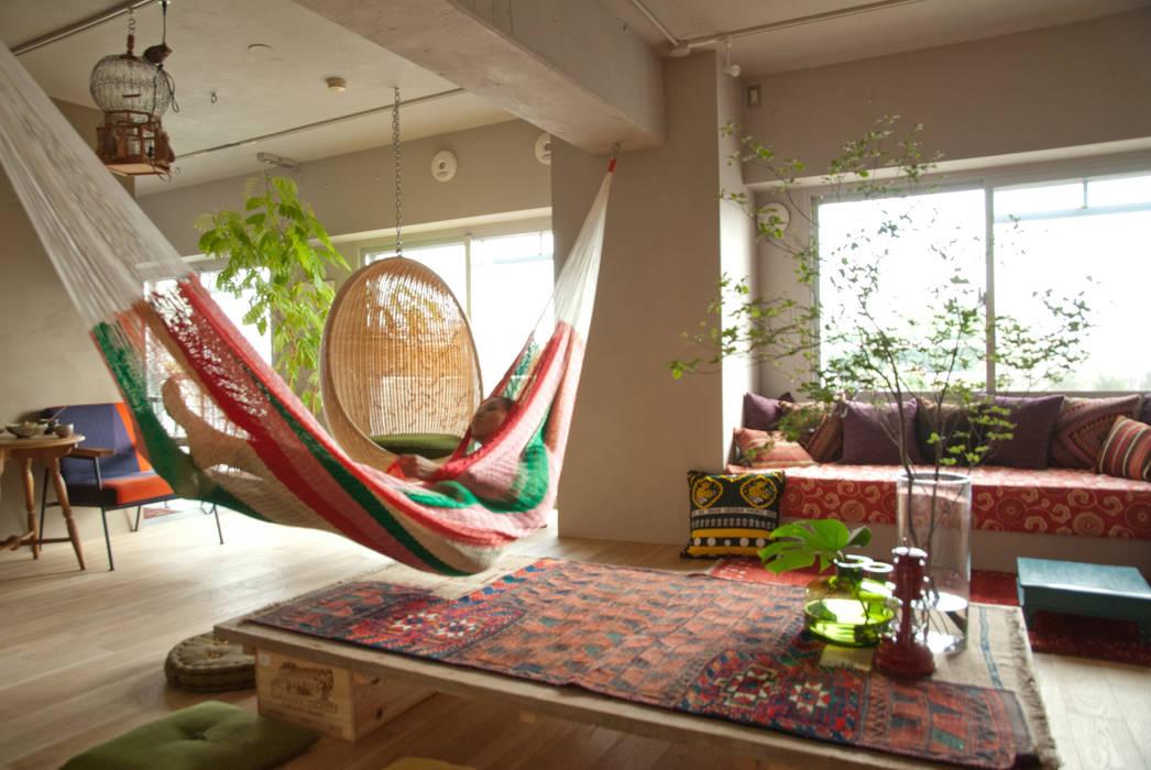 Mediterranean style living room by TATO DESIGN:タトデザイン株式会社 Mediterranean