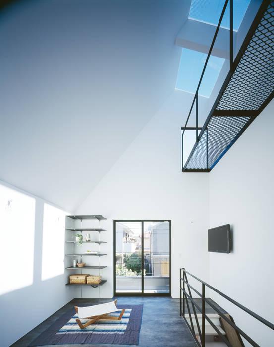 Minimalist living room by 高橋直子建築設計事務所 Minimalist