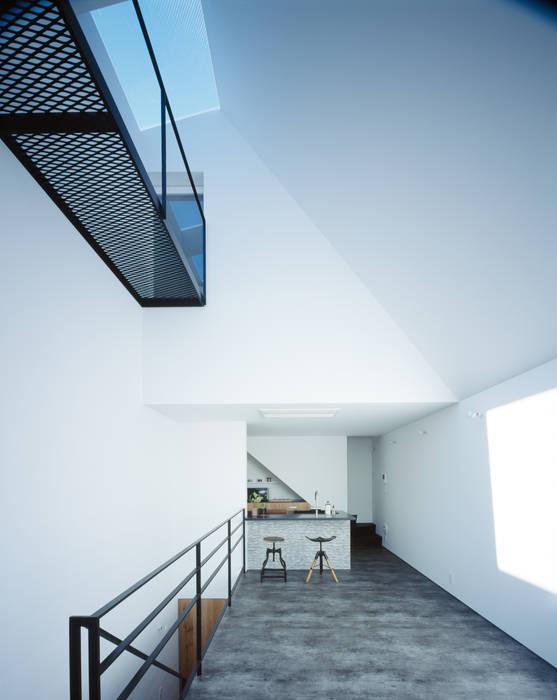 2階 リビング: 高橋直子建築設計事務所が手掛けたリビングです。