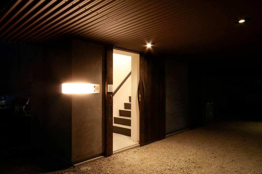 玄関 オリジナルな 家 の Kondohideo Architects co,;ltd. オリジナル
