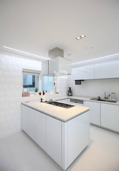 Kitchen by MID 먹줄, Modern