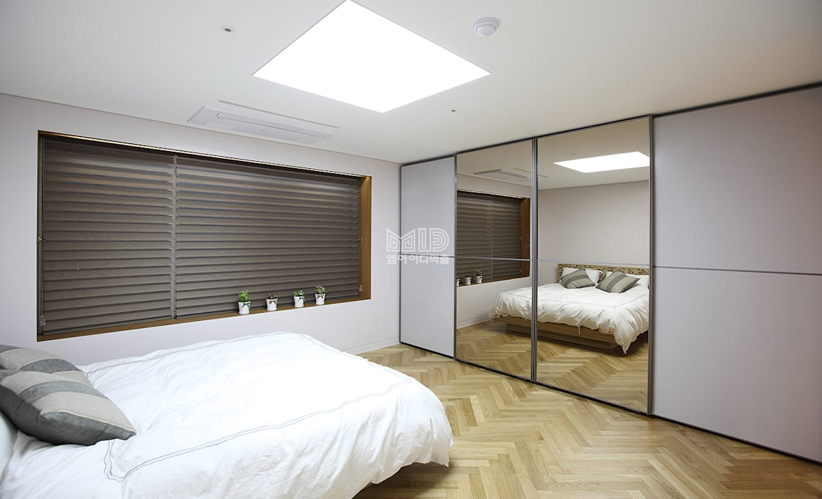 Mediterranean style bedroom by MID 먹줄 Mediterranean