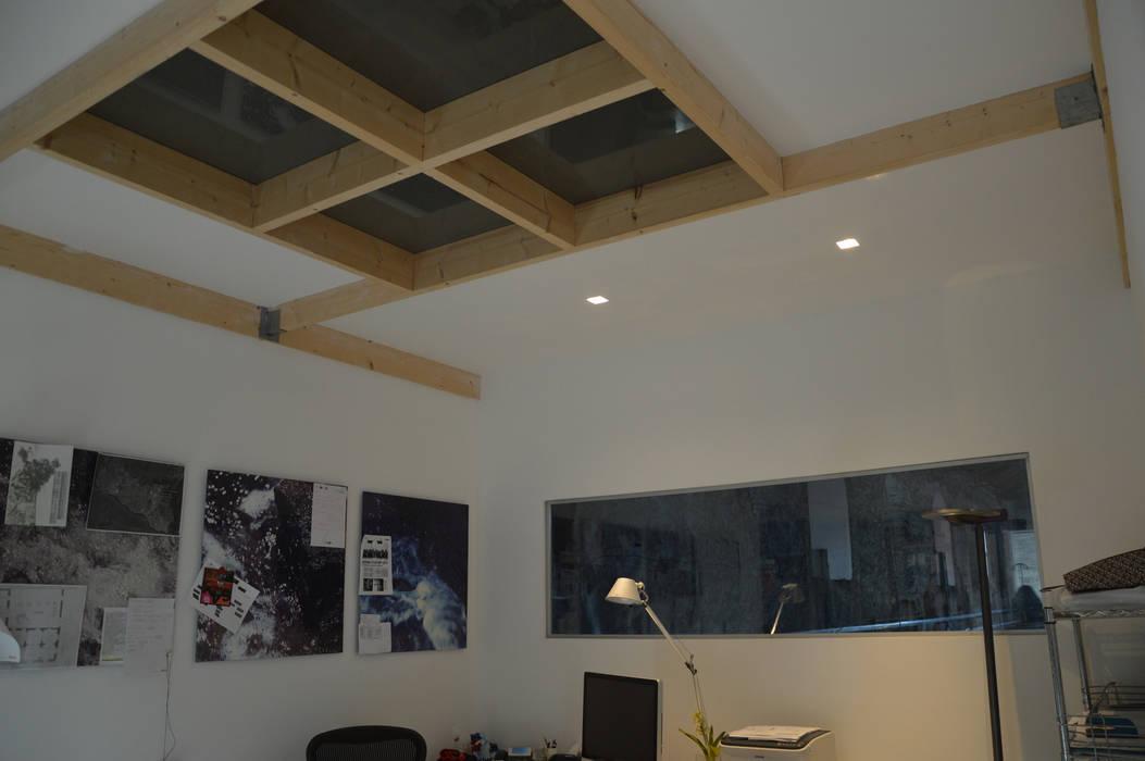 Lo studio professionale – Centro per l'energia: Complessi per uffici in stile  di Studio Arkilab - Seby Costanzo