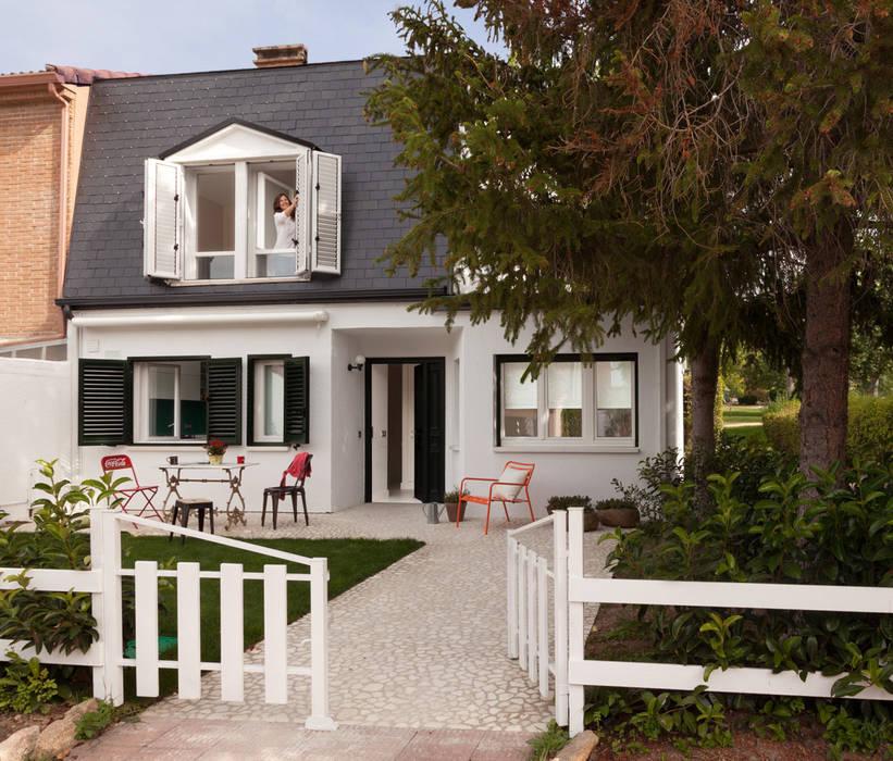 Fachada principal Jardines de estilo rural de ESTER SANCHEZ LASTRA Rural