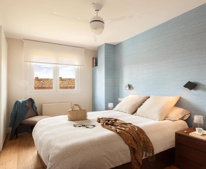 Minimalist bedroom by ESTER SANCHEZ LASTRA Minimalist