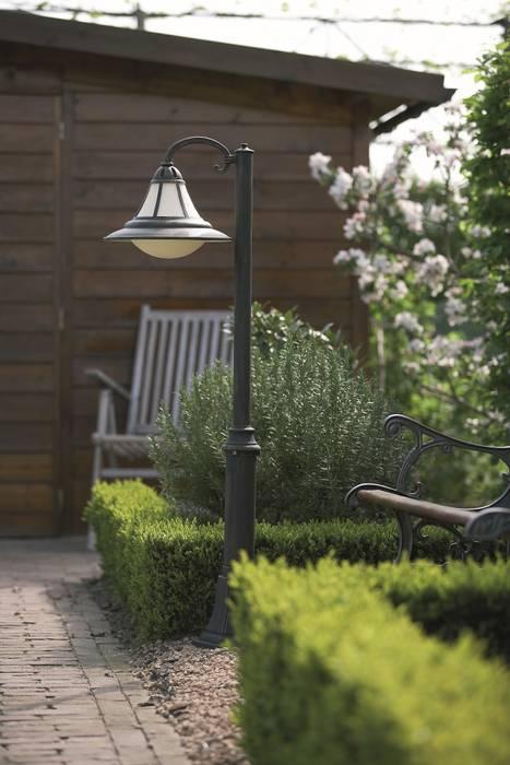 Jardines modernos: Ideas, imágenes y decoración de Highlight Aydınlatma Moderno