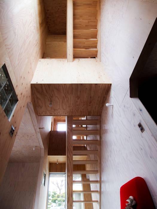 土間空間の吹き抜け オリジナルスタイルの 玄関&廊下&階段 の AtelierorB オリジナル 合板(ベニヤ板)