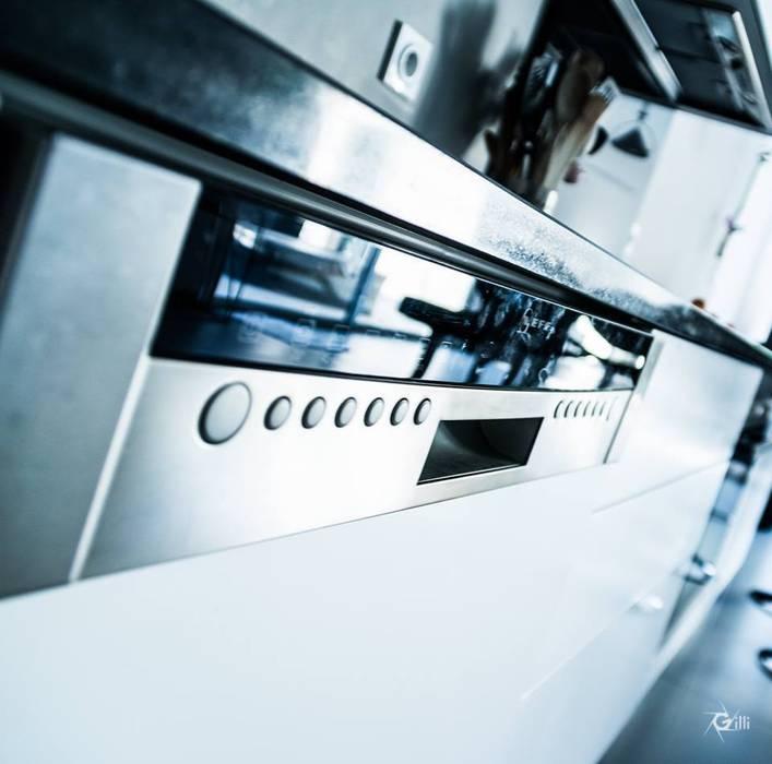 Une cuisine bien intégré à l'espace de vie Cuisine minimaliste par Architecte Egrefeuille Carole Minimaliste
