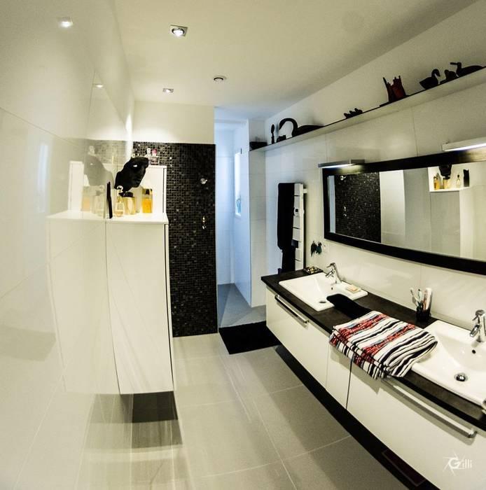 Salle d'eau : Salle de bains de style  par Architecte Egrefeuille Carole